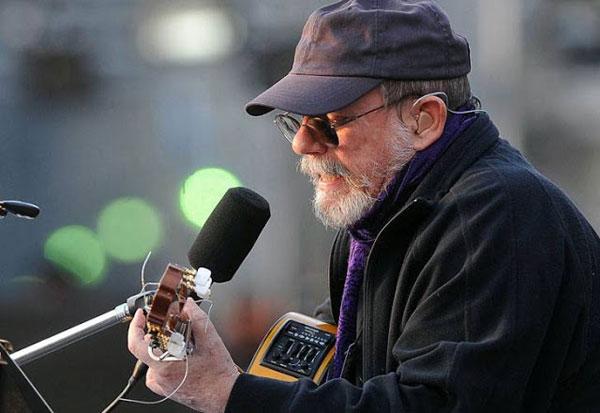Silvio Rodríguez en la Plaza de Mayo. © Télam