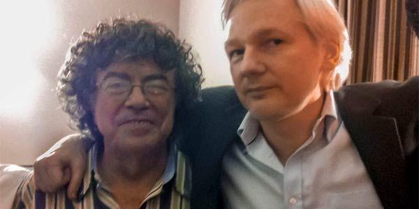 Piero y el creador de Wikileaks, Julian Assange.
