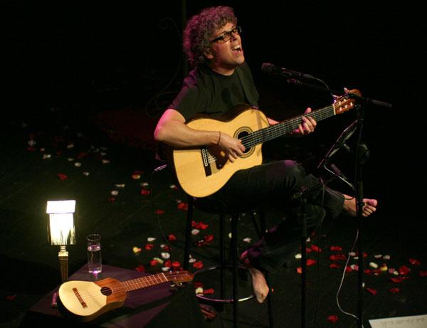 Pedro Guerra en su gira «30 años» © Xavier Pintanel