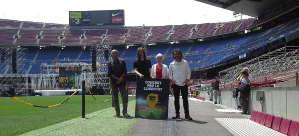 La presentación de esta mañana en el Camp Nou. De izquierda a derecha: Lluís Llach, Gerard Quintana, Muriel Casals y Lluís Danés. © Xavier Pintanel