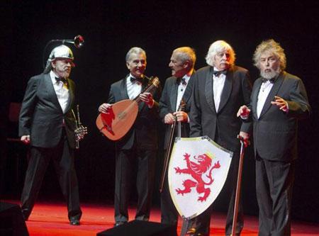 Fotografía tomada el pasado 12 de marzo en la que se registró al quinteto argentino Les Luthiers, durante el espectáculo «Lutherapia» en Zaragoza (España).