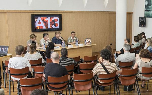 Presentación del Anuari 2013 de la Música en la sede barcelonesa de la SGAE. En la mesa de izquierda a derecha: Agnela Domínguez, directora de Comunicación y Actividades de la SGAE zona mediterránea; Albert Bardolet, director del Área de Música del Instituto Catalán de las Empresas Culturales (ICEC) del Departamento de Cultura de la Generalidad de Cataluña; Lluís Gendrau, director editorial del Grupo Enderrock; y Jordi Gratacós, presidente de la Asociación Profesional de Representantes, Promotores y Managers de Cataluña (ARC). © Enderrock