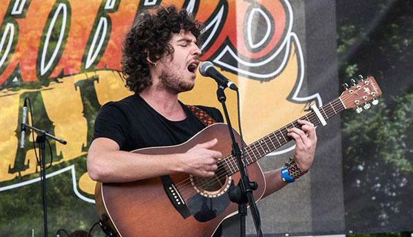 Jesús Gracias de Nada, vencedor en la edición 2013 del Certamen de Canción de Autor de la IAJ.