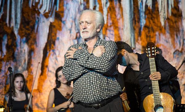 Manolo Sanlúcar en su despedida en el en el Festival Internacional de Música y Danza de la Cueva de Nerja (Málaga).