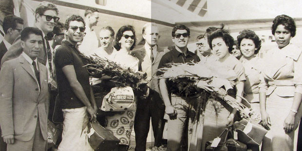 Gira de seis meses del «Nuevo Teatro de Chile», con la obra «Parecido a la felicidad» de Alejandro Sieveking organizada por el Ministerio de RR.EE. de Chile en Junio de 1960.