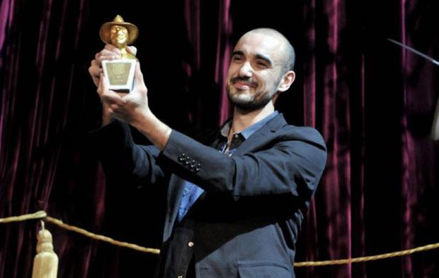 Abel Pintos con el Gardel de Oro © Ramiro Gómez/Télam