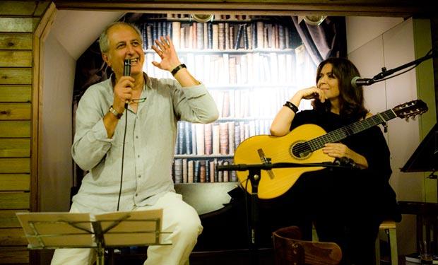 Emilio Garrido y Maria del Mar Bonet inauguraron el Ciclo de conciertos «Música entre libros» en la librería Laie de Barcelona. © Juan Miguel Morales