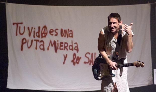 Albert Pla en el espectáculo «Manifestación» que tenía que presentar el próximo 25 de octubre en el Teatro Jovellanos de Gijón. © Xavier Pintanel