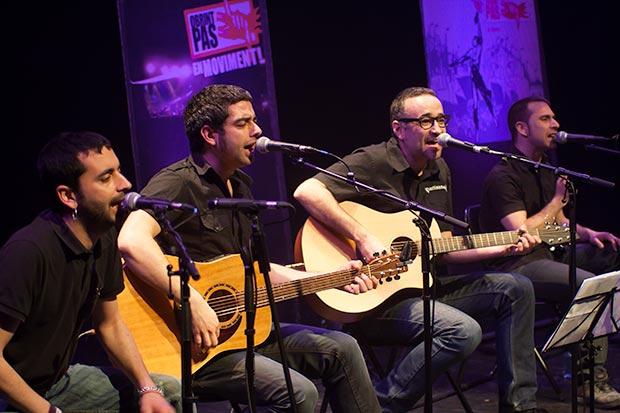 La banda valenciana Obrint Pas en un concierto acústico en el Festival BarnaSants de 2012. © Xavier Pintanel