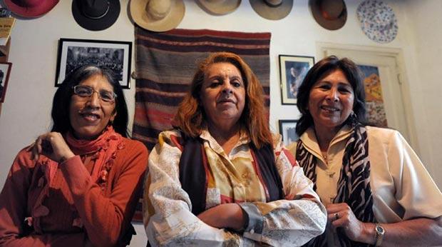 De izquierda a derecha: Sara Mamani, Melania Pérez y Adelina Villanueva. © Analia Garelli/Télam
