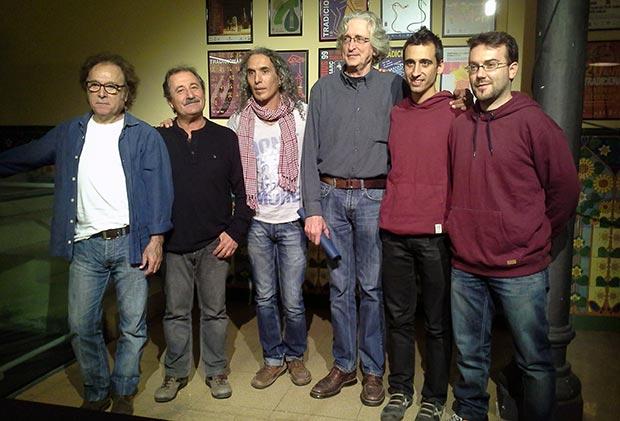 Algunos de los participantes en el Circuit Folc 2013 en la conferencia de prensa de esta mañana en Barcelona. De izquierda a derecha: Ton Rulló (Coses), Miquel Estrada (Coses), Josep Maria Ribelles, Jordi Fàbregas (Coses), Roger Andorrà (Laietans) y Roger Cucurella (Laietans). © Xavier Pintanel
