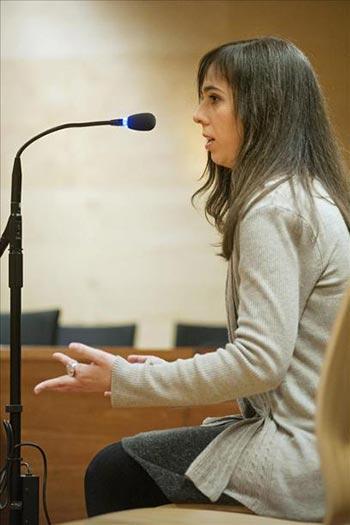 La pianista Laia M., durante su comparecencia hoy en la Audiencia de Girona, donde se enfrenta a una petición fiscal de 7,5 años de prisión por molestar a una vecina durante sus ensayos, en el municipio gerundense de Puigcerdà. © EFE