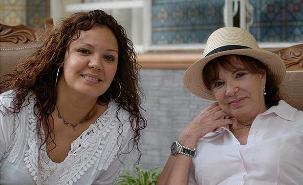 Lynn Milanés con su madre Yolanda Benet, que inspiró la famosa canción de Pablo Milanés «Yolanda».