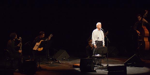 Raimon en el concierto celebrado en L'Auditori de Barcelona el pasado 9 de noviembre. © Xavier Pintanel