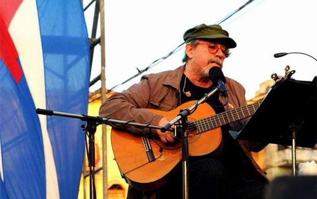 Silvio Rodríguez en su gira por los barrios.
