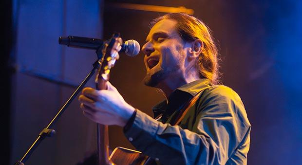 Alfons Olmo, líder, cantante y compositor de VerdCel. © Xavier Pintanel