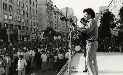 Horacio Salinas con Víctor Jara.