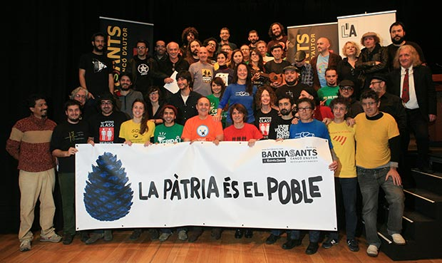 Foto de familia con algunos de los participantes de la decimonovena edición del festival BarnaSants. © Juan Miguel Morales