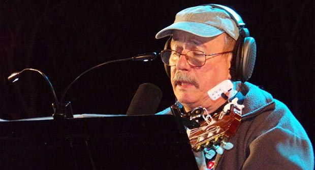 Silvio Rodríguez en su último concierto en Matanzas de su gira por los barrios. © Aurora López Herrera