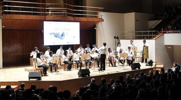 La Orquesta de Instrumentos Reciclados de Cateura (Paraguay).