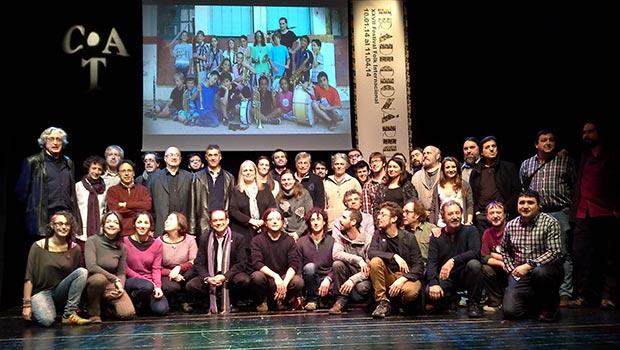 Foto de familia con algunos de los músicos que participarán en el XXVII Festival Folk Internacional Tradicionàrius en la conferencia de prensa celebrada hoy en el CAT de Barcelona. © Xavier Pintanel