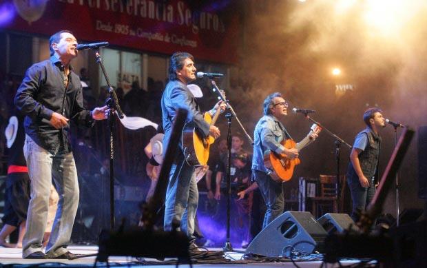 Los Nocheros en el 49 Festival Nacional de Doma y Folklore de Jesús María. ©  Carlos Paul Amiune