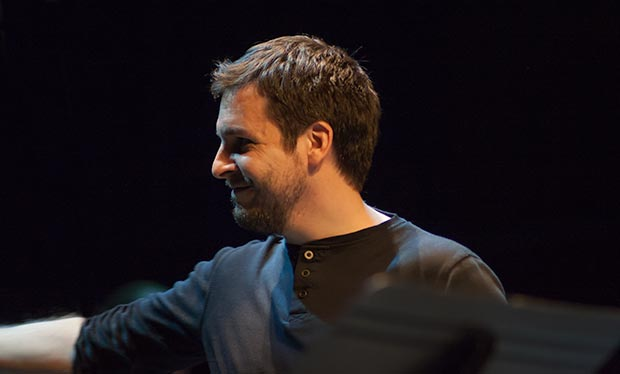 El valenciano Pau Alabajos cerró el bloque de canciones de Ovidi Montllor con «Perquè vull» © Xavier Pintanel
