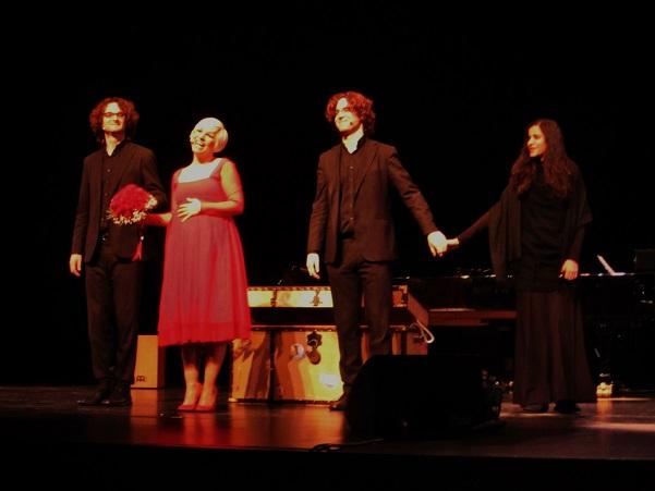 Pasión Vega en su último concierto antes de ser mamá, junto a el Dúo del Valle y la violinista Ana María Valderrama © Carles Gracia Escarp