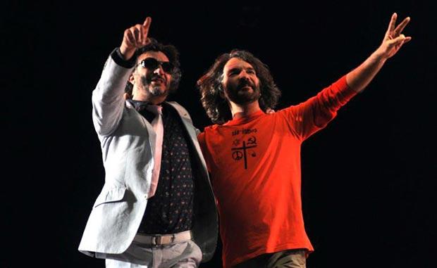 Fito Páez y Santiago Feliú durante un concierto celebrado en el teatro Karl Marx en La Habana, Cuba, el 5 de diciembre De 2012. © Abel Ernesto/AIN