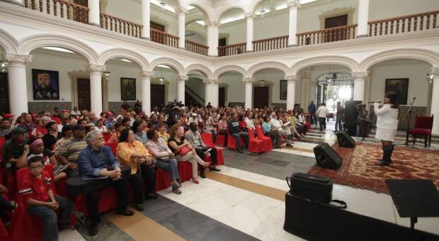 Músicos venezolanos rindieron homenaje a Simón Díaz en la Casa Amarilla © AVN