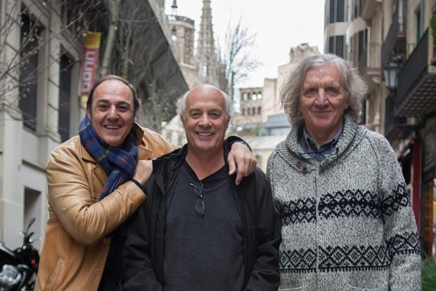 Pere Camps, director del festival BarnaSants; Joan Isaac y Sergio Sacchi, director del festival Tenco y guionista de «Cançons d'amor i anarquia». © Xavier Pintanel