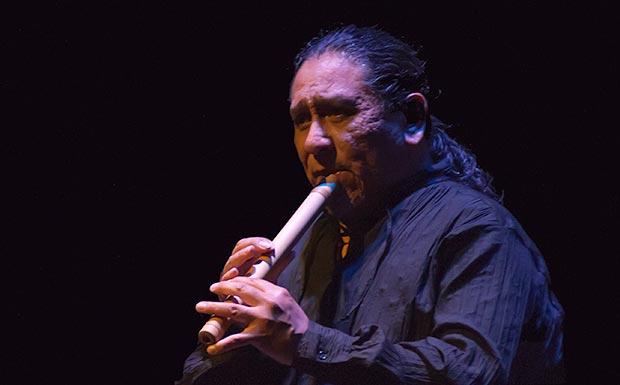 Juan Flores, del Inti-Illimani, tocando la quena. © Xavier Pintanel