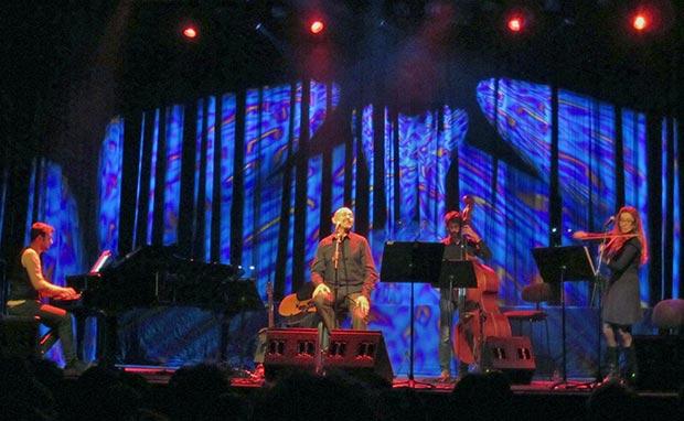 Albert Fibla canta a Paolo Conte en el Festival Barnasants 2014 © Carles Gracia Escarp