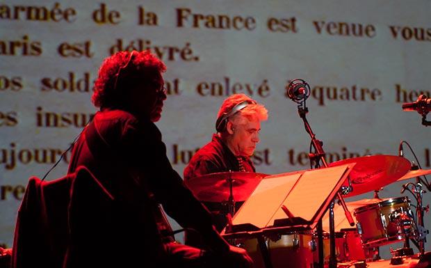 Jordi Camp al bajo y Lluís Ribalta a la percusión. Un verdadero lujo. © Xavier Pintanel
