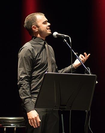 El cantante italiano Olden sorprendió por su potente voz y gran expresividad. Interpretó «Adio Lugano Bella». © Xavier Pintanel