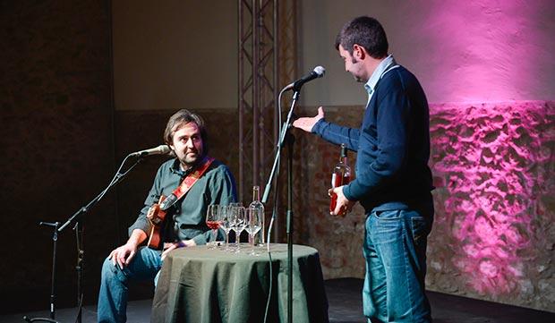 Roger Mas maridó un vino rosado con sus primeras canciones. © Decanta