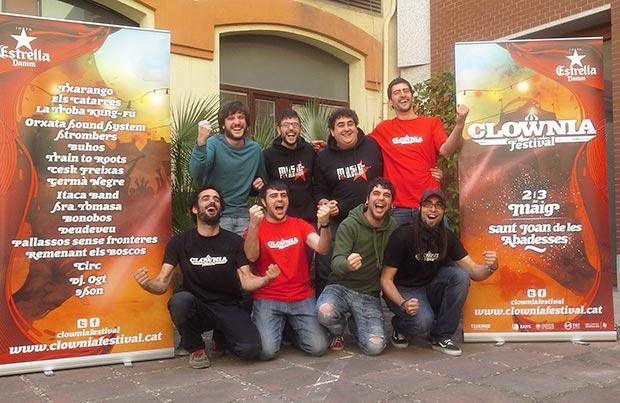 Los miembros del grupo Txarango en la presentación de su festival «Clownia». © Xavier Pintanel