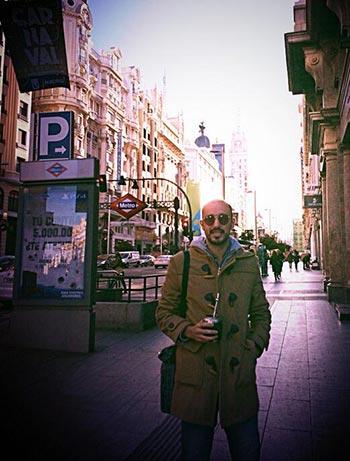 Abel Pintos por las calles de Madrid.