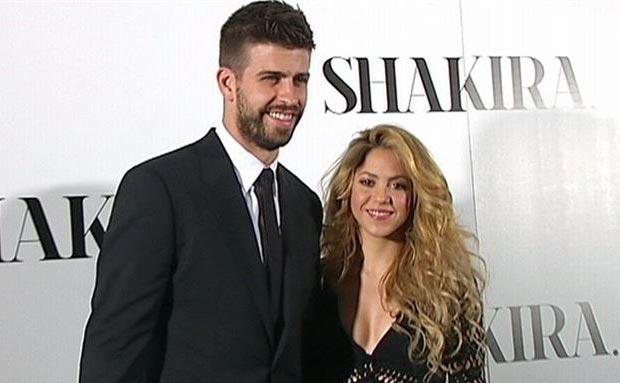 El futbolista del Fútbol Club Barcelona Gerard Piqué y la cantante Shakira en la presentación del disco de la colombiana en Barcelona. © EP