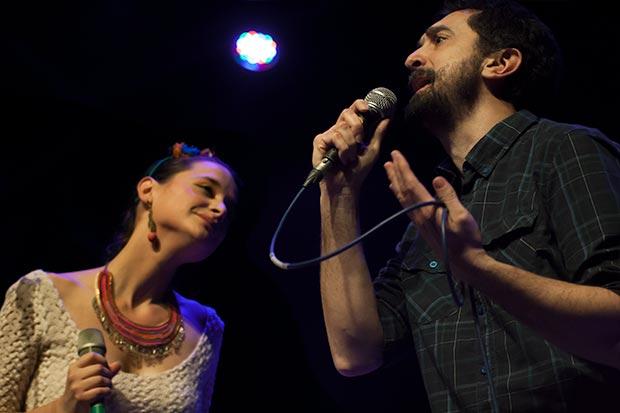 Pascuala Ilabaca y Feliu Ventura cantaron «A desalambrar» de Daniel Viglietti. © Xavier Pintanel