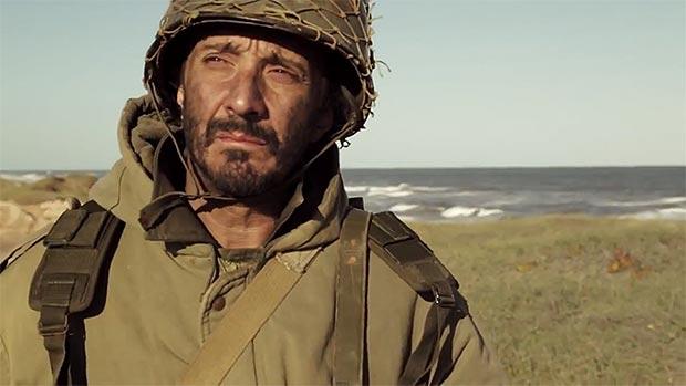 Fotograma del videoclip «La canción del soldado y Rosita Pasos» de Fito Páez.