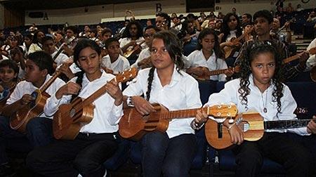 Repartidos 10.000 cuatros en las escuelas venezolanas