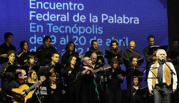 Jaime Torres y Jairo revivieron la «Misa Criolla» en Tecnópolis. © Florencia Downes/Télam