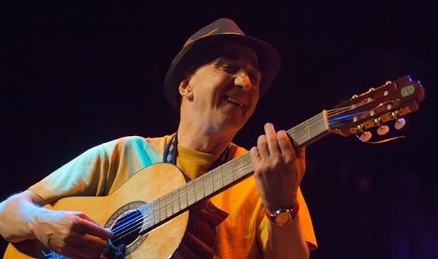 Oriol Tramvia en el concierto celebrado en el CAT el 13 de mayo de 2011 y que ahora ha sido editado en CD. © Xavier Pintanel