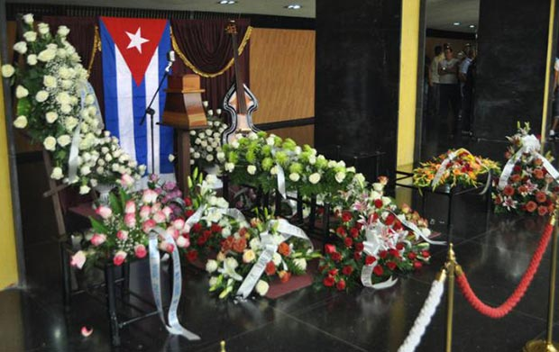 Las cenizas de Juan Formell se velan en el Teatro Nacional de La Habana. © Yander Zamora/Granma