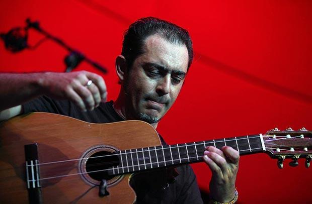 Raúl Rodríguez y su «tres flamenco».
