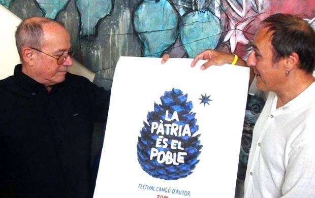 Pere Camps entrega el premio BarnaSants a Silvio Rodríguez.