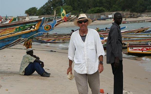 Lluís Llach en Palmarin (Senegal). © Fundació Lluís Llach