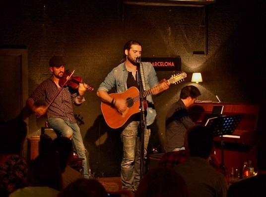Fran Fernández acompañado por Marino Sáiz (violín) y Lorenzo Vilches (piano) © Carles Gracia Escarp