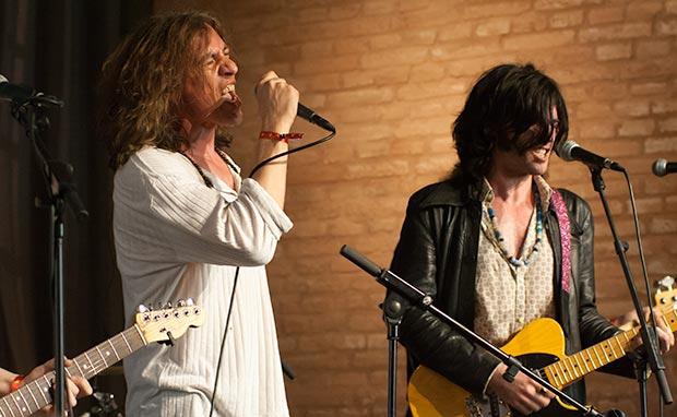 Gerard Quintana y Xarim Aresté: «El rock es un género de equipo, si yo solo me pongo a hacer rock no dejaré de ser un cantautor con una tesitura más dura». © Xavier Pintanel